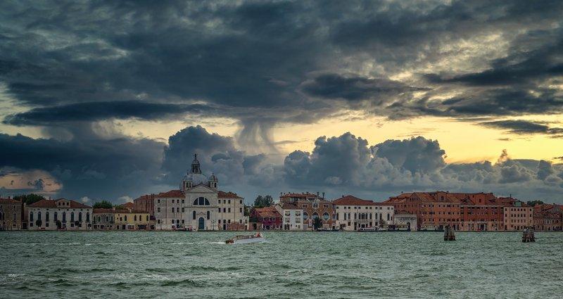 Городской пейзаж путешествия город солнце закат Италия Венеция Перед грозой.photo preview