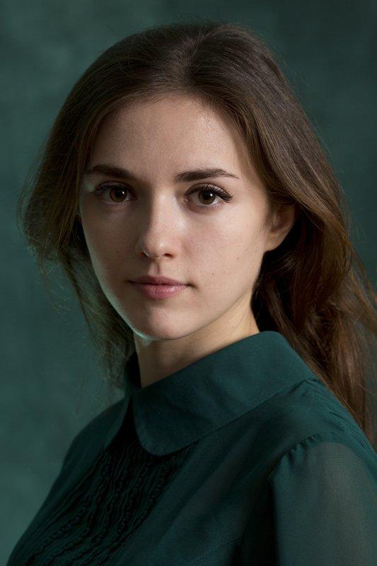 portrait girl woman studio canon canonlens Oleg_Grachev b&w color Annaphoto preview