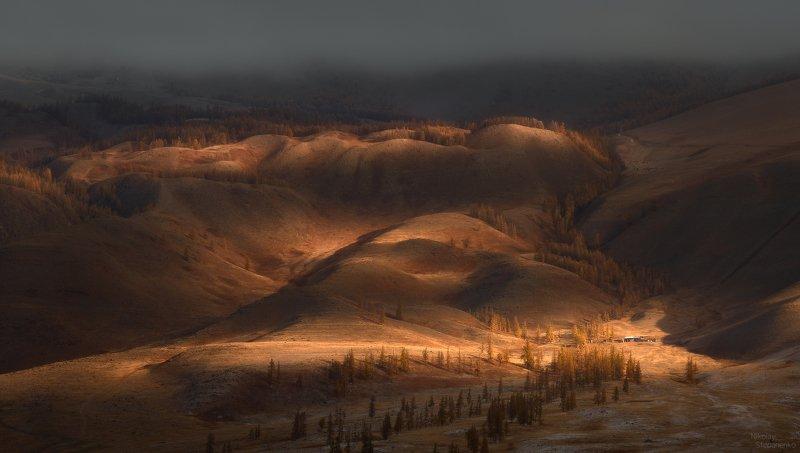 алтай, горы, курай, курайский хребет, облака, утро, свет, домик, холмы Курайское утроphoto preview
