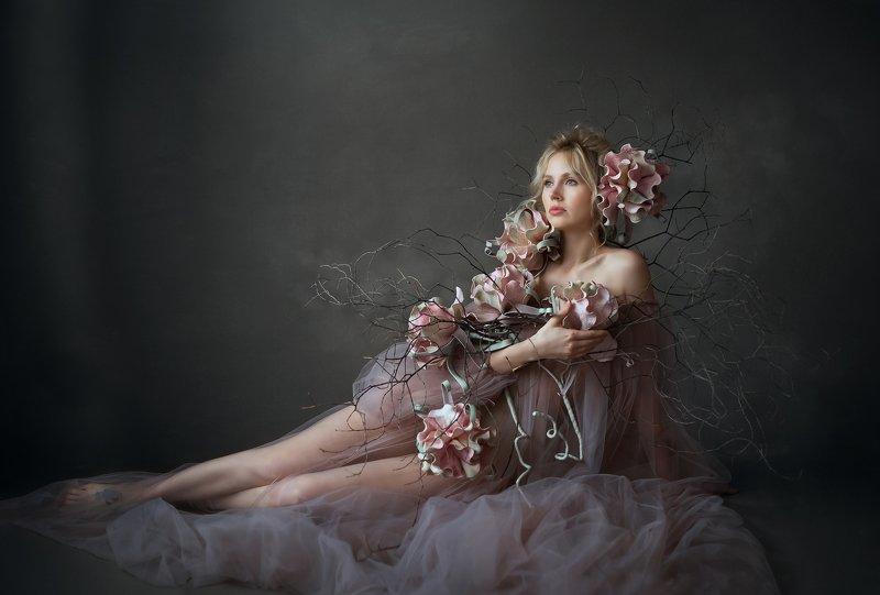 красиваяженщина ,портрет, одна , цветы, арт Nadinphoto preview