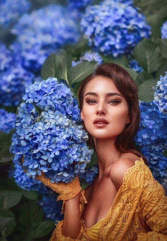девушка,гортензия,синие цветы,желтый цвет,весна,цветущий сад,портрет,красивая девушка photo preview