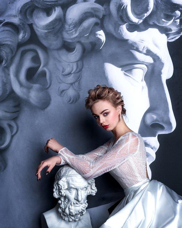 fine art, stone head, portrait, blond, портрет, мраморная голова, девушка, блондинка, красные губы, red lips Alivephoto preview