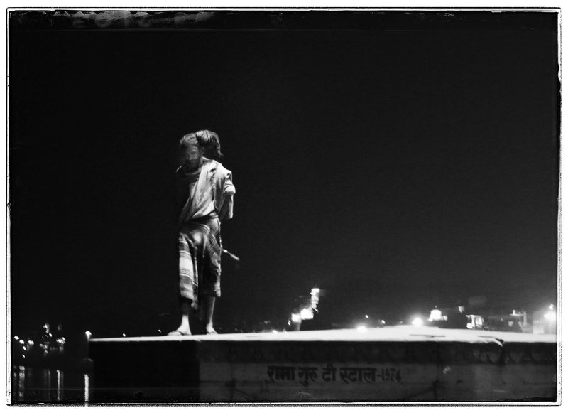 #Varanasi #kashi #bannaras #people #sadhu #bnw #dhirajgoswami Kumbh photo preview