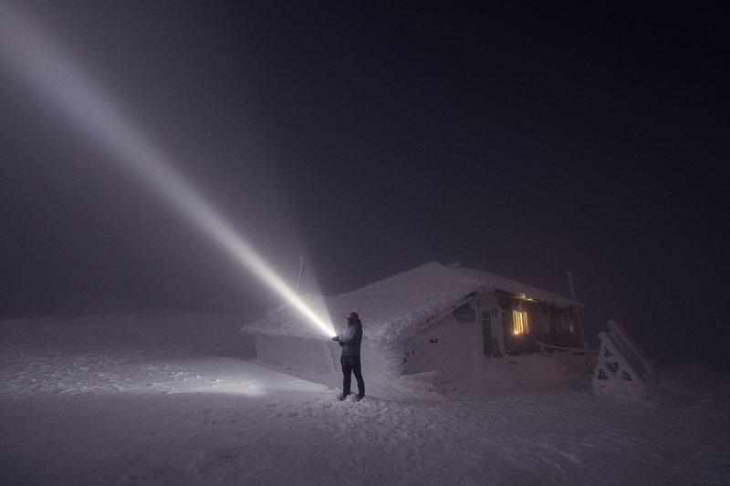 Таганай, фонарь, ночь, метель, туман, Урал Ночь на метеостанцииphoto preview