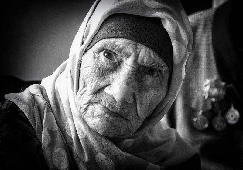портрет,бабушка,взгляд,память,ветеран,награды ***photo preview