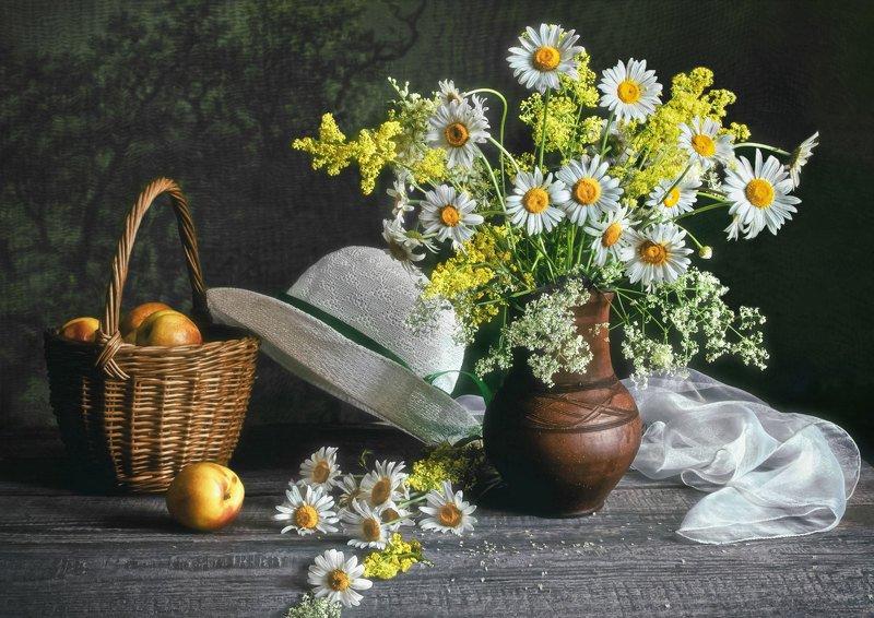 натюрморт, лето, цветы, букет, ромашки, кринка, шляпа, корзинка, яблоки Ромашкиphoto preview
