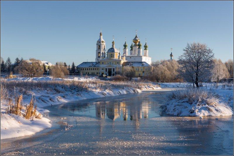 россия, ивановская обл, введенье На свежий лёд морозный свет ложилсяphoto preview