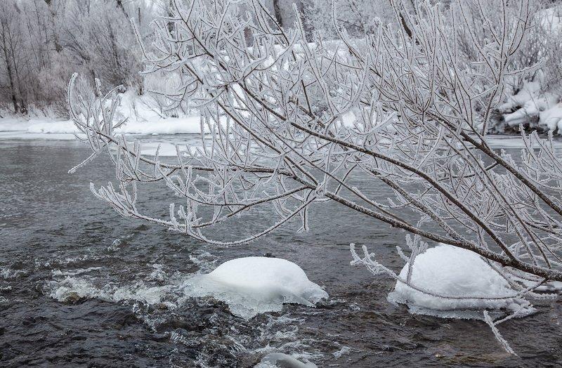 пейзаж,река,дкркво,иней,вода,снег,льдинки Зимний день2photo preview