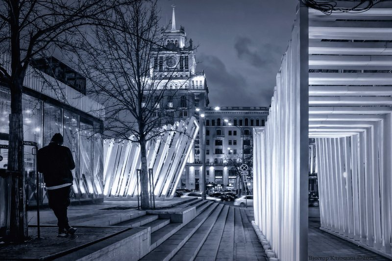 москва, вечер, одинокий Один в городеphoto preview