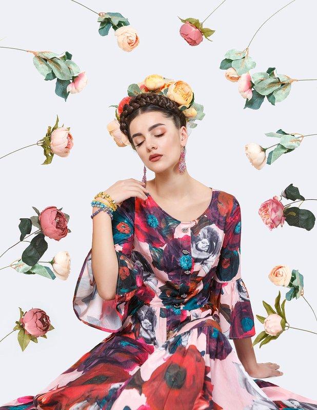 фрида, белый фон, цветы Цветыphoto preview
