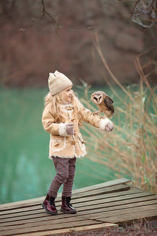 фотограф, зеркальный фотоаппарат canon mark iii, фотопрогулка, девочка, сова, зима, осень, детский фотограф, счастье, радость, дети на фото, детская фотография, любовь, восторг Совушкаphoto preview