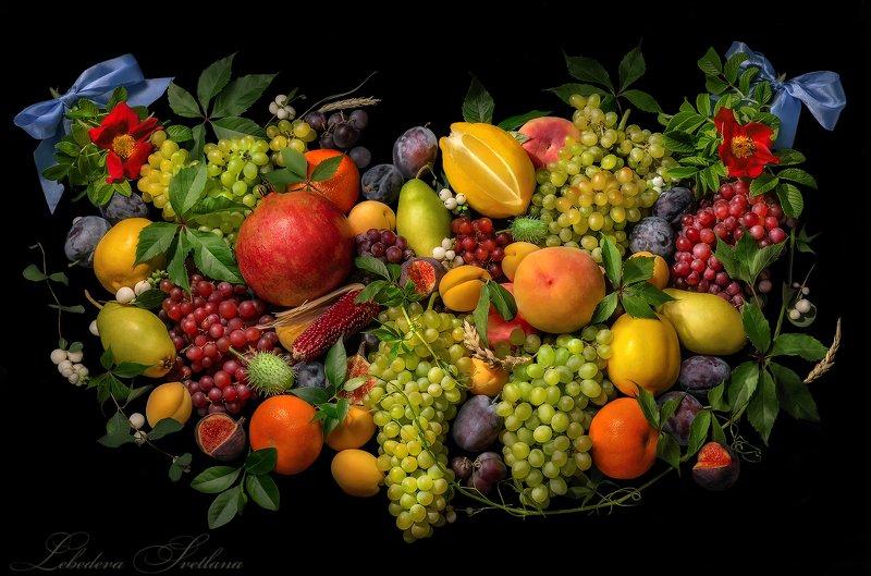 фрукты,натюрморт,виноград,персики,гранат,цветы Натюрморт с фруктамиphoto preview