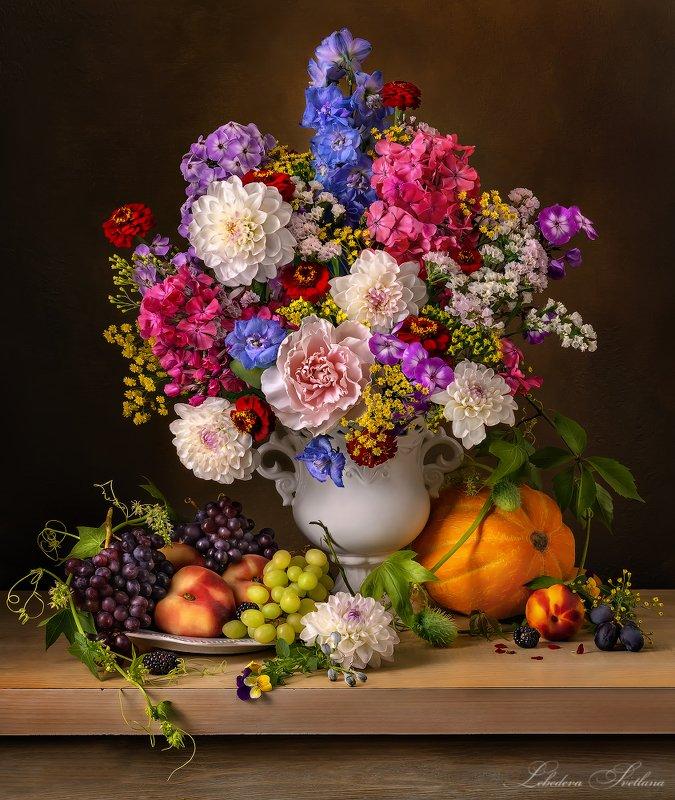 цветы,фрукты,букет с букетом цветов и фруктамиphoto preview