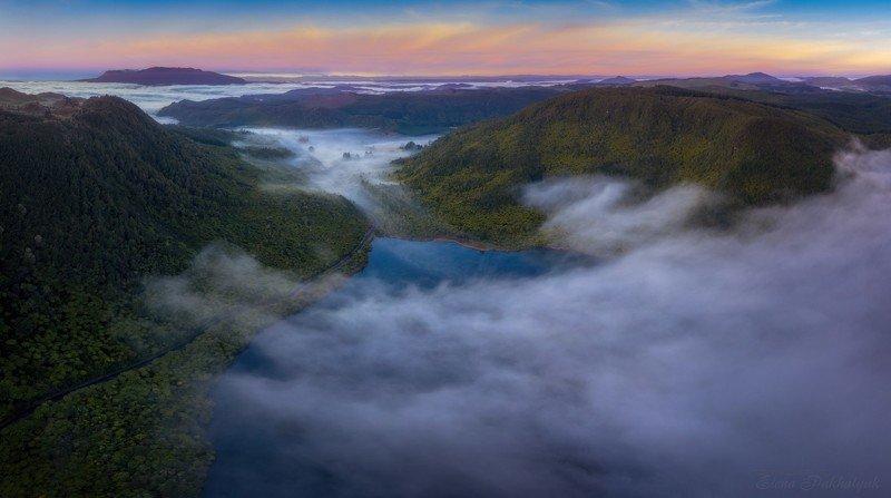 новая зеландия,озеро,рассвет,закат,туман,фототур,путешествие,пейзаж,панорама,вулкан,природа Рассвет на озере Ротокакахиphoto preview