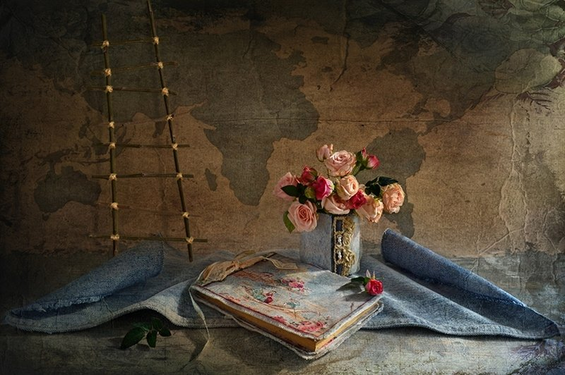 Натюрморт дневник букет розы карта история Дневник странствийphoto preview