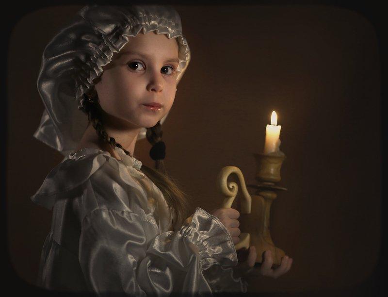 Девочка и свеча.photo preview