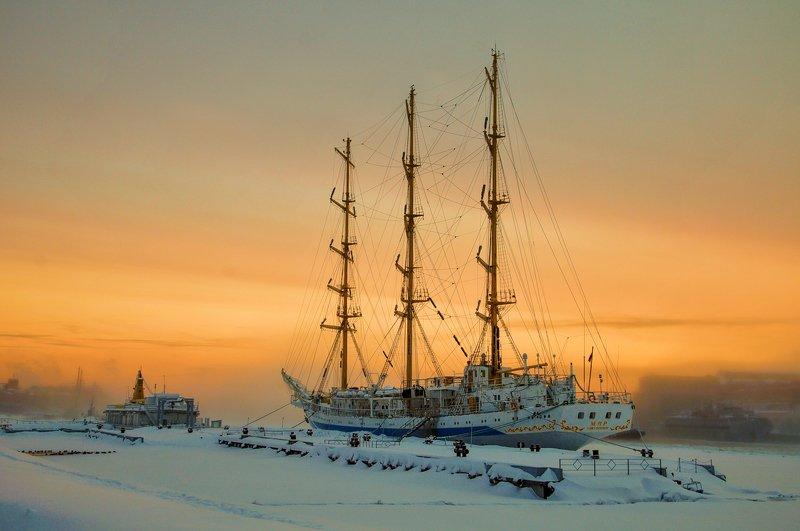 нева снег зима река мир парусник судно причал зимовка На Неве...photo preview