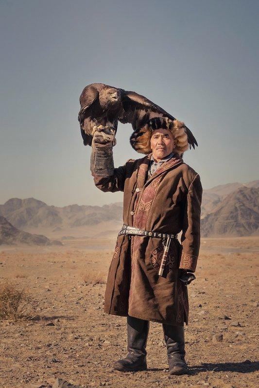 golden еagle festival, монголия, mongolia, беркутчи, фестиваль золотого орла, охотник с орлом Монголия.  Golden Еagle festivalphoto preview