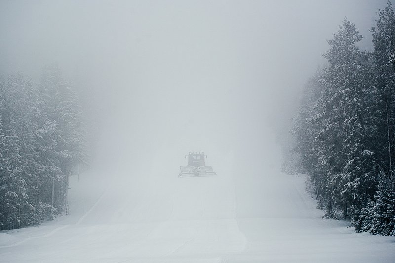природа, лес, снег, метель, ратрак, златоуст Ратрак исчезает в снежном тумане...photo preview