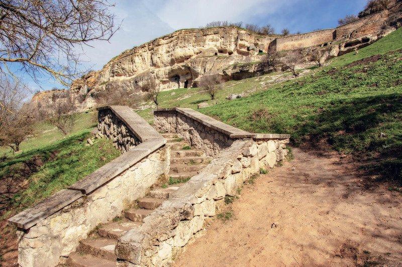 В пещерном городе Чуфут-Кале. Крымphoto preview