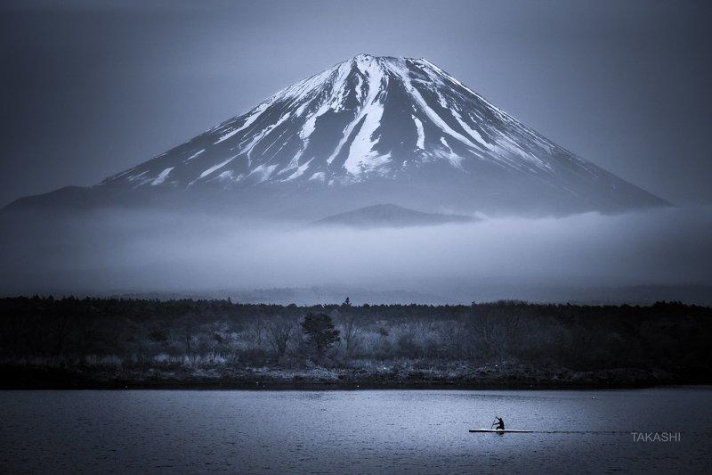Fuji,Japan,mountain,cloud,boat,training,lake,water,cloud Lonely trainingphoto preview