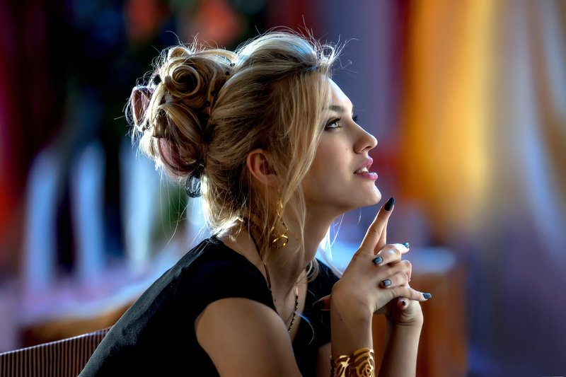 улыбка девушки, руки, макияж, красивое боке, красивая, красавица, девушка, гламур, глаза, браслет, блондинка Викаphoto preview