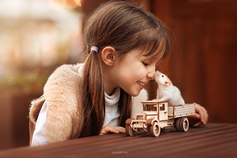 art photo, glamour, портрет, весна, spring, крыса, мышка, mouse, rat, ребенок, дети, девочка, girl, животное, радость, people, малыш, друзья, happy, любовь, love, 105mm, kid, children, beautiful ***photo preview