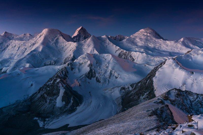 тянь-шань, горы, рассвет, сарыджаз, хан-тенгри Хребет Сарыджаз в предрассветных сумеркахphoto preview
