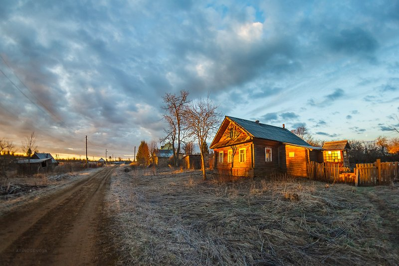 утро рассвет весна дом облака Домик в деревнеphoto preview
