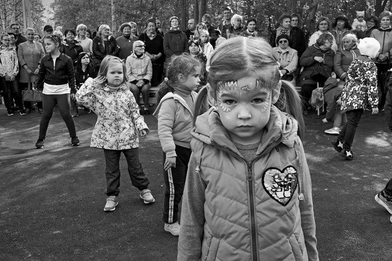 портрет, девочка, глаза, взгляд, апатиты, чб, праздник Это праздник для детейphoto preview