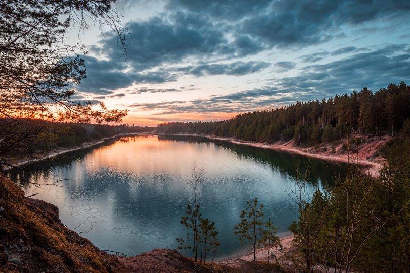 пейзаж природа закат небо озеро лес латвия Lake Dubkalniphoto preview