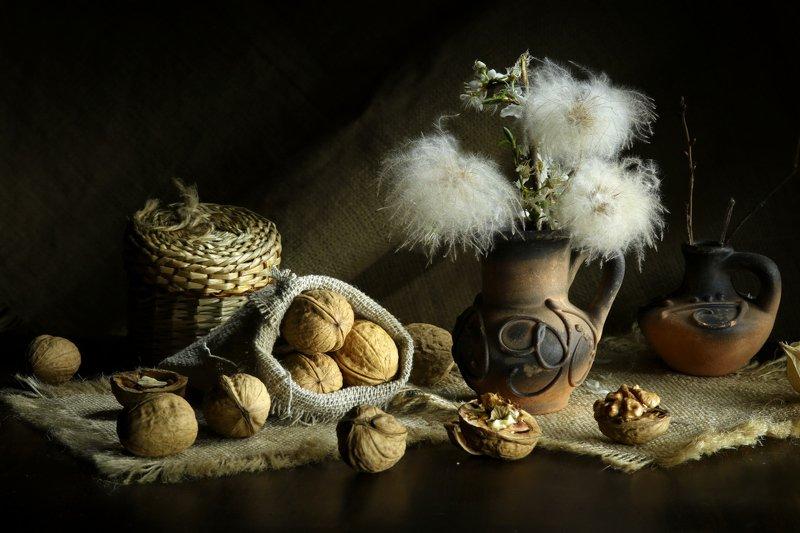 орехи, ваза, цветы С орешкамиphoto preview