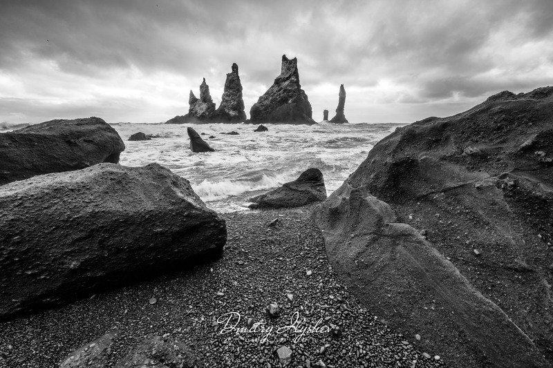 исландия, пейзаж, черно-белое, пальцы тролля, скалы, океан, шторм, природа, фототур, илышев фототур, штормилоphoto preview