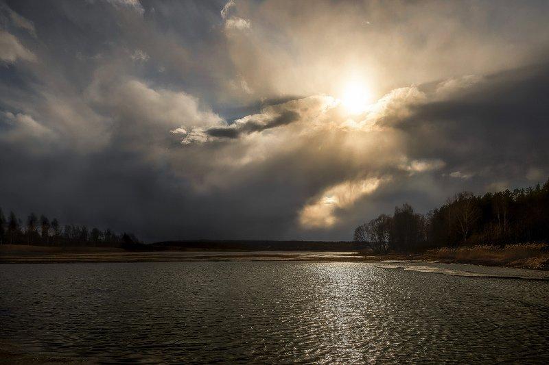 вечер, залив, весна, перемена погоды Переменная облачность. Возможны дожди, грозыphoto preview