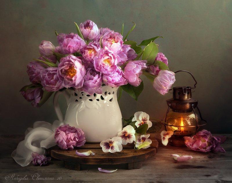 С тюльпанамиphoto preview