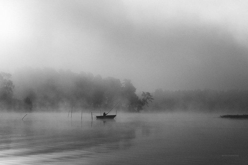 чб монохром рыбак утро туман река волга В ритме утраphoto preview