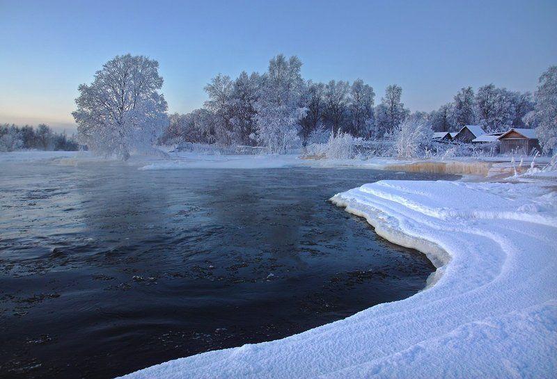 Линия рекиphoto preview