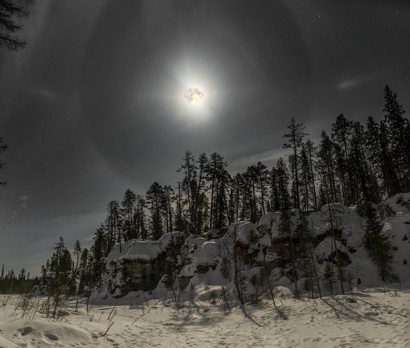 архангельская обасть, закат, зима, мороз, русский север, пинега, луна, гало Ночь на Пинегеphoto preview