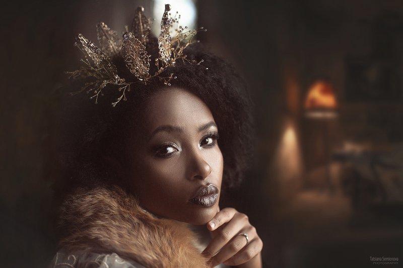 люди  мода  красивая женщина  красота  мех  портрет  один человек  крупный план  утонченность королева корона коричневый Прекрасная Мариамphoto preview