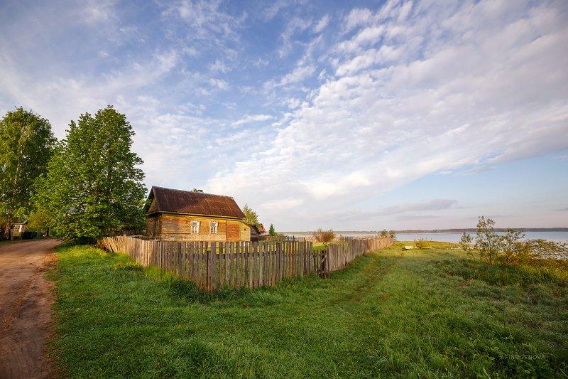 утро облака дом берег Летнее утроphoto preview