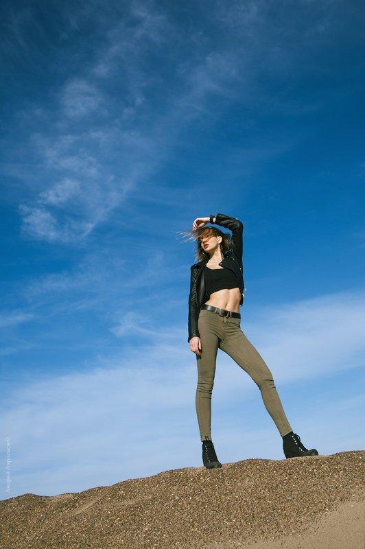 портрет,девушка,пески, небо ***photo preview