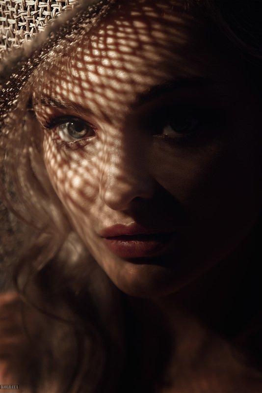 портрет, шляпа, тень Софияphoto preview