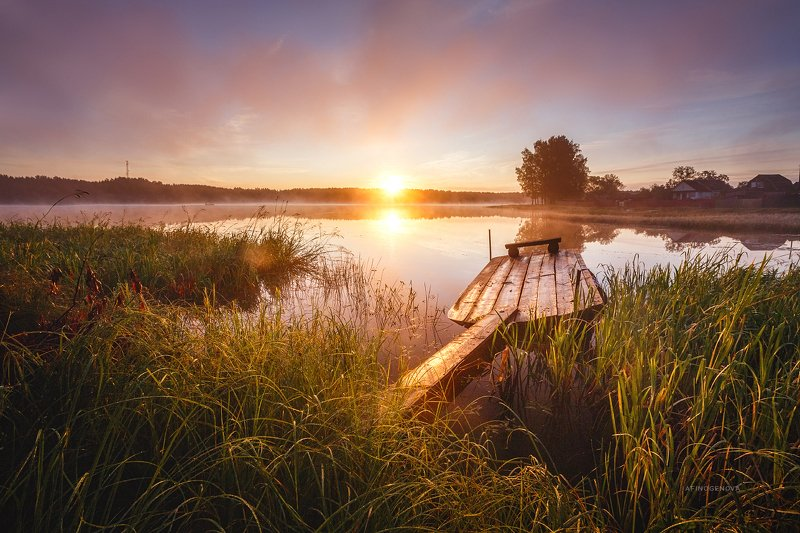 утро рассвет туман солнце берег лодка В тишине рассветаphoto preview