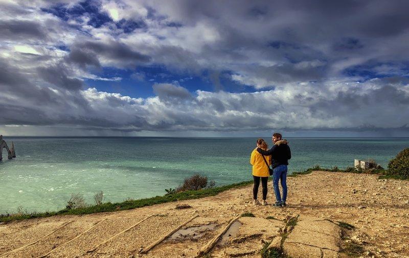 пейзаж,горы,природа,путешествия,облака,небо,океан На берегу океана.photo preview