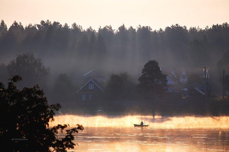 утро рассвет лодка рыбак лес ###photo preview