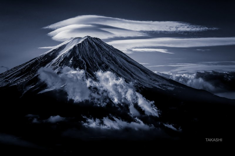 Fuji,Japan,mountain,clouds,snow,summit,top,autumn, Clouds on the summitphoto preview