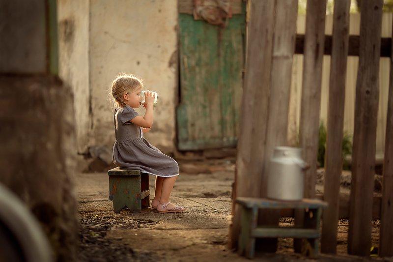 молоко девочка деревня бидон ***photo preview