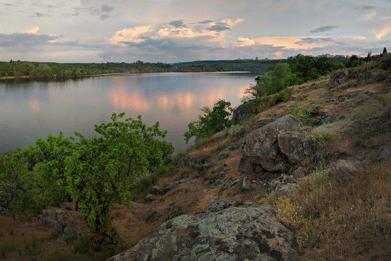вечер,вода,закат,запорожье,краски,май,небо,отражение,река,река днепр,релакс,скалы,хортица,вырва ***photo preview