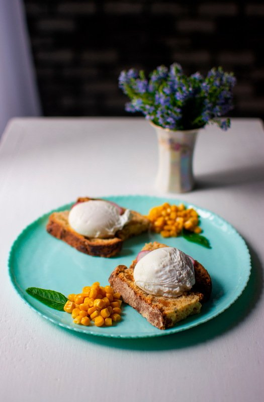 еда, фуд-фотография, яйца_пашот, хлеб, редис, цветы, кукуруза, тарелка, французская_еда Французский завтракphoto preview
