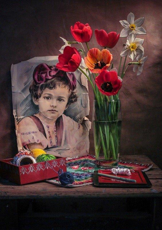 натюрморт,весна,клубника,цветы, Маленькая Галя.Май.photo preview